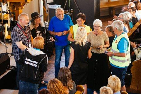 KLUBBHEDER: Seks stykker fikk klubbheder av Hemnes jazzforum.