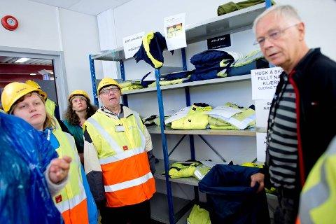 Her inne ligger klærne som vaskeriet hos Nordnes verksteder henter, leverer, vasker og ordner for BKK.