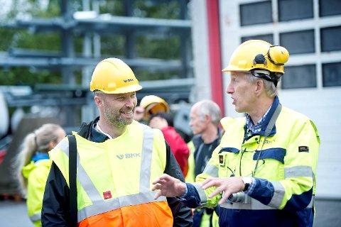 Daglig leder ved Nordnes verksteder, Ralph von Minden,   og BKKs personalsjef Gunnar W. Ramsdal er fornøyde med samarbeidet.