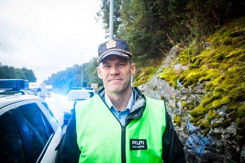 Innsatsleiar Kjetil Øyri seier dei jobbar med å få ein oversikt over kva som har skjedd på staden.