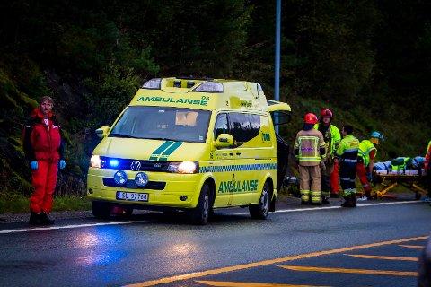 Bilføraren vart sendt til Haukeland universitetssjukehus for ein sjekk.