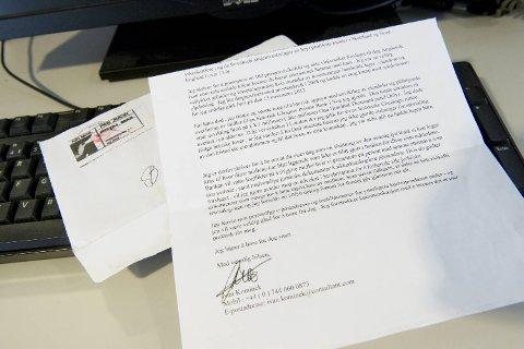 Brevet kom i en vinduskonvolutt merket med Air Mail. Den eldre kvinnen som fikk brevet i posten, sendte det videre til BA.