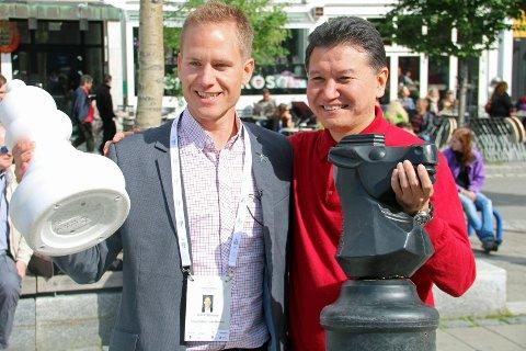 Adm.dir. Børge Robertsen i Chess Olympiad Tromsø 2014 AS, bekrefter at organisasjonen har betalingsproblemer. Her sammen med FIDE-president Kirsan Ilyumzhinov.