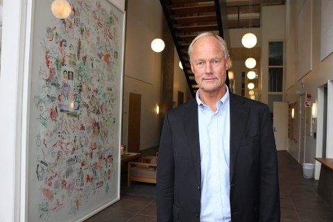 MELLOM PERMER: Professor Petter Gottschalk bruker blant annet underslagene på Hadeland i sin nyeste bok om gransking.