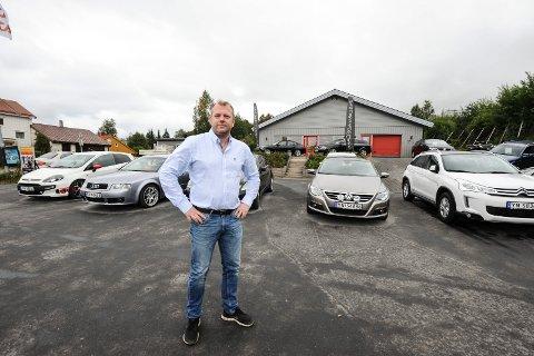 ? Narvik er en bilby: Pettersen forteller at det går flere biler ut av Narvik enn det gjør innad. Samtidig mener han det er et godt marked i byen. ? Narvik er en bilby, det er det ikke noe tvil om, fastslår han og legger til at det særlig gjelder de litt dyre bilene.  Alle Foto: Lone Martinsen