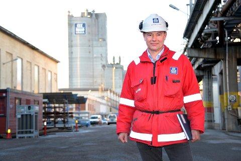 LOVER BEDRING: ? Vi har hatt for mange utslippsepisoder, og må skjerpe oss kraftig, sier Yaras fabrikksjef på Herøya, Per Knudsen.