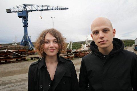 HEMMELIG KONSERT: Anna Kutz og Ivan Zoloto er i Kirkenes for å sjekke ut ulike konsertsteder. Her fra Kimek.