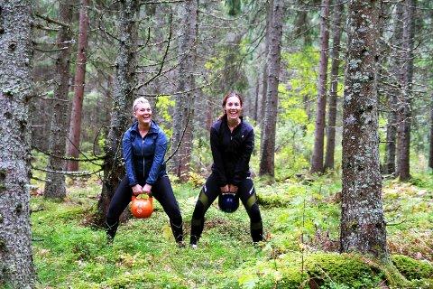 KETLEBELLS I SKOGEN: Tone Merete Klavenes (til venstre) og venninnen Yvonne Solberg trener mye sammen. Tone Merete slet med alvorlig depresjon for noen uker siden. Etter at hun begynte å trene har hun fått tilbake selvtilliten og troen på seg selv.Alle Foto: Bjørn Inge Rødfoss