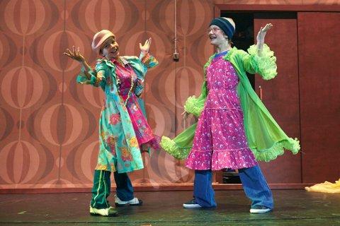 Både Billy Elliot (Kevin Haugan) og vennen Michael (Thomas Kvamme Urnes) har litt annerledes drømmer enn de fleste. Foto: John Andresen