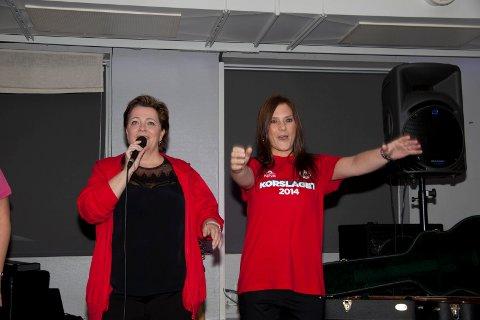 Satte stemning: Produsent Marita Havaas Olsen og Veronika Reinholdsen fra Sparebanken Narvik.