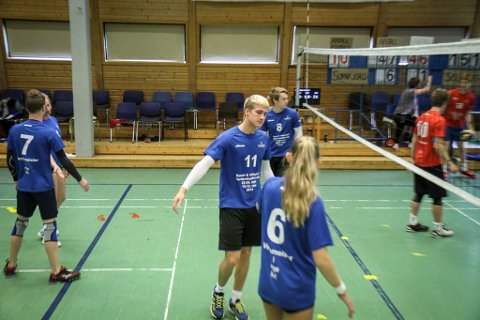 No har folkehøgskulen spelt om lag 45 timar volleyball. 40 gjenstår til den ståande rekorden.