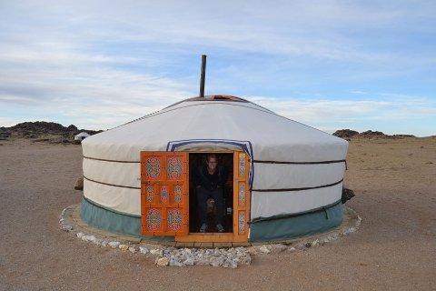 Andreas inne i geren i Gobiørkenen - Mongolia.