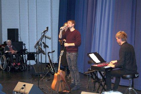 Gaute Ormåsen sang og spilte Prøysen i Tynset Kulturhus.