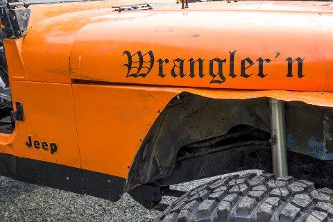 Dekk og demping: De store 37 tommers dekkene har grove knaster og bilen har solide støtdempere som gir mest mulig dekk på bakken.