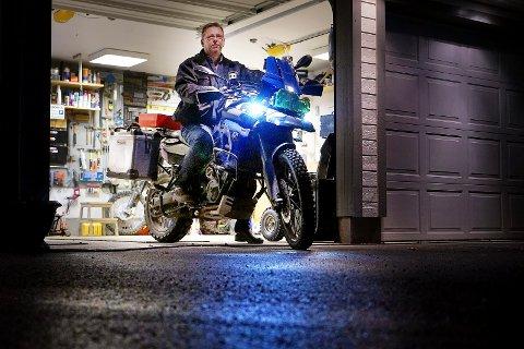 EVENTYRLYSTEN: Jarle Eek har vært i 25 land og 18 stater på motorsykkelen. Nå vil han ut på den lengste turen i hele sitt liv. Foto: Marius wærhaug Madsen