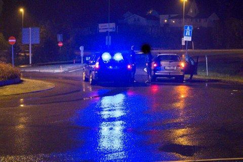 Tatt: Ved McDonalds i Lørenskog stopper politiet en person de mener kjører pirattaxi hver helg. Bilen ble avskiltet og sjåføren mistet førerkortet.Alle Foto: Vidar Sandnes