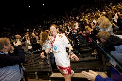 Vil spille finalen: Tonje Larsen har ikke spilt en kamp på nesten halvannet år, men hun håper å rekke årets NM-finale i Oslo Spektrum 30. desember. Her er Larsen fra sin siste finale i 2012.Arkivfoto