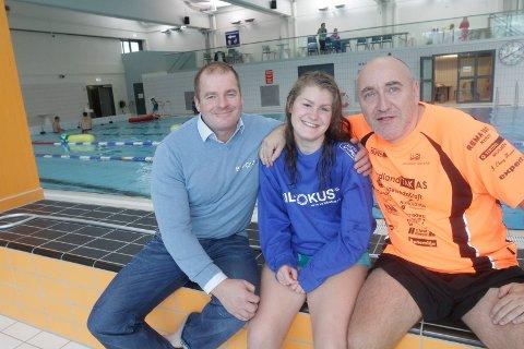 Ragna Forså på en snartur hjemme i Mosjøen, og selvsagt med innlagt trening. Her er hun med pappa Trond og samarbeidspartner Sverre Storvik (t.v.).