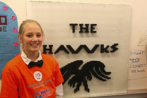 LOGO: Ida Leistad og de andre haukene fra 7. klasse ved Hauknes barneskole hadde laget sin egen logo.