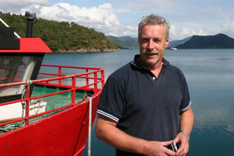 Ingvar Bjarne Osland er ein av mange næringsdrivande som uroar seg for omdømet til dei som driv næring i fjord og på kyst dersom styresmaktene tillet dumping av kjemikalieblanda gruveavfall i Førdefjorden.