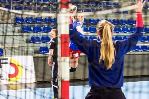 Revansjesugen: Nora Mørk, her fra fredagens trening i Frankrike,  jakter revansje både på klubb- og landslag denne sesongen. I LHK-trøye handler det om å nå «final four», og et best mulig utgangspunkt for dette er å kapre nye to poeng mot Metz i dag.