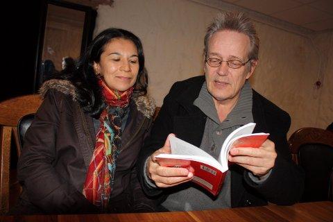 Wilfred Hildonen oversetter boka si for sin brasilianske kone, Ceica Goncalves. Selv om portugisiske venner vil at han skal oversette boken, har han ikke tro på at det eksisterer en stor målgruppe utenfor Norge. - Det er den alt for lokal for.