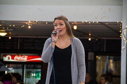 SYNG FOR DEN GODE SAKA: Melissa Baug song to songar til inntekt for veldedighetskonerten.