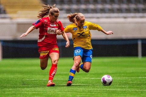 Guro Reiten (til høyre) og Trondheims-Ørn tapte cupfinalen. Foto: Fredrik Varfjell/NTB scanpix