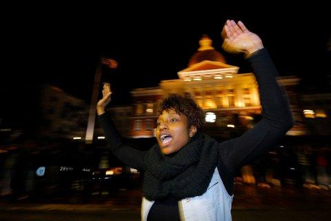 Demonstrantene ropte «Hands up, don't shoot etter at juryens avgjørelse ble gjort kjent.