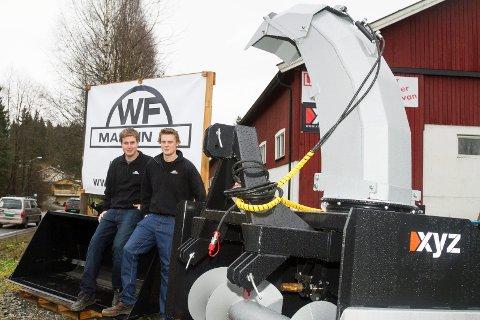 på egne bein: Fredrik Wahl (t.v.) og Rune Flintegård har etablert WF-maskin og tilbyr snøryddeutstyr og annet traktortilbehør.