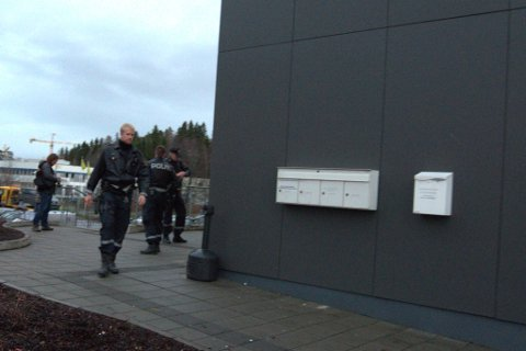 Dramatikk: Væpnede politistyrker rykket ut da Margareth truet med luftgevær.Foto: Vidar Sandnes