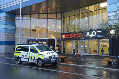 Politiet rykket ut til ADO Arena etter melding om at en jente nesten hadde druknet.