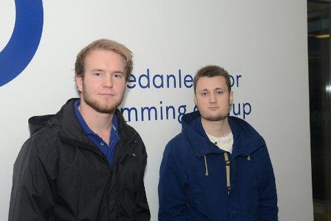 REDNINGSMENN: David Eika og Øyvind Johannessen holdt på å stupe fra 10-meteren da de plutselig hørte rop.