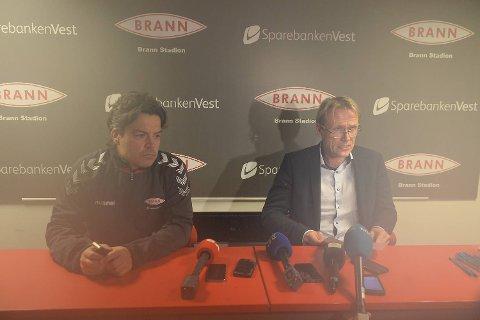 Branns mediesjef Gorm Natlandsmyr (til v.) og klubbens styreleder Rolf Barmen møtte pressen inne på Stadion klokken 0144 natt til tirsdag. etter et styremøte som varte i mer enn tretten timer, ble det klart at Roald Bruun-Hanssen trekker seg som daglig leder, mens Rikard Norling fortsetter i trenerjobben.