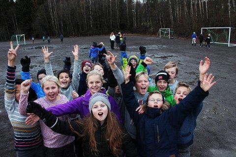 Elevene ved Jaren skole  er veldig fornøyde med midler til oppussing av ny aktivitetsbane.
