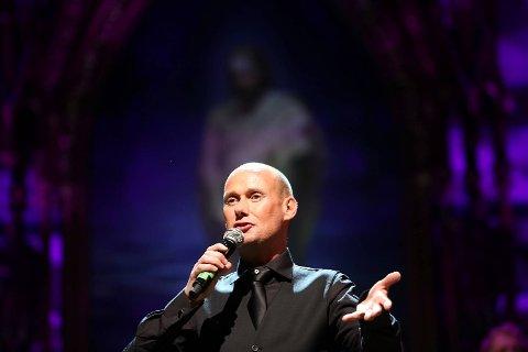 Hans Espen Gilje fra Oslo Gospel Choir fikk publikum til å drømme om barndommens juler med Alf Prøysens «Romjulsdrøm»