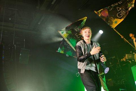 Konserten var full av show og Isac Elliot danset villig. Midt i konserten begynte han til og med med rumperisting.