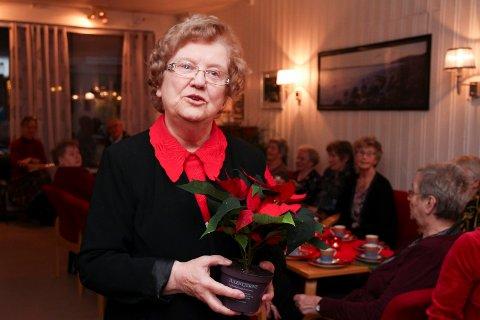VIL FORTSETTE: Bjørg Irene Hansen har lest dikt for kommunens eldre siden 1997. Hun ser ikke for seg at hun slutter med det med det første.