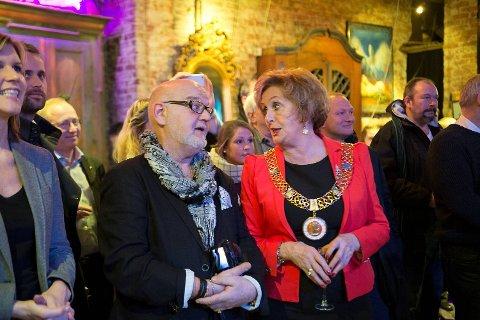 Årets Bergenser 2011, Tor Blaha, og ordfører Trude Drevland var blant de mange kjente ansiktene som overvar utdelingen av Årets Bergenser 2014.