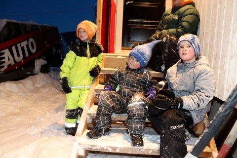 Sjøgatanissen deler ut julegaver i Mosjøen   Henning Vesterlid Antonsen, Trym Ivarrud og Odin Ivarrud