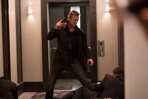 I KJENT STIL: Liam Neeson er tilbake som Bryan Mills for siste gang i «Taken 3». I kjent stil, naturligvis. Foto: Norsk Filmdistribusjon