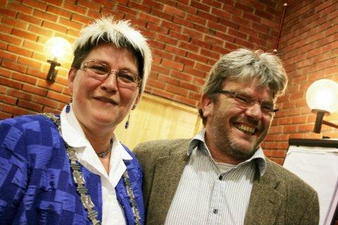 AP-TOPPER: Anne-Ragni K. Amundsen kan få avløsning som ordfører av sin egen varaordfører Hans Thue til høsten. Nannestad Arbeiderparti holder nominasjonsmøte onsdag. Vårt bilde er tatt under det konstituerende møtet i 2011.