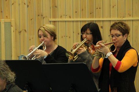 Samarbeidsprosjekt: Sømna Hornmusikk her ved Jannike Einvold Søraunet, Heidi Slåttøy og Randi Wold. Foto: Hildegunn Nielsen Tjøsvoll