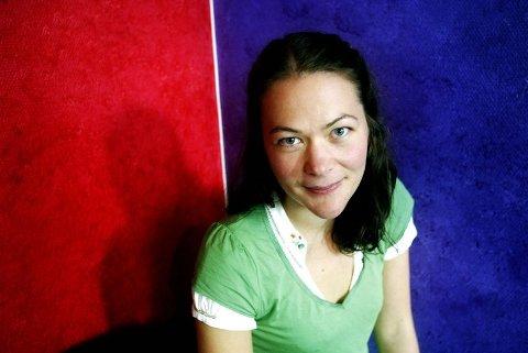 EN BRA START: ? Jeg har vært heldig og fått en bra start. Jeg kommer til å fortsette å skrive, sier Mari Lindbäck, fersk debutant gjennom Aschehougs nåløye med «Balladen om Jenna».  FOTO: LISBETH ANDRESEN.
