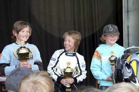 Eirik Skaug (t.h.) fra Skien kom på tredjeplass i olabilløpet. Nittedals Even Jaavall Dahl (t.v.) vant, mens Eivind Bredesen fra Nord-Odal ble toer.