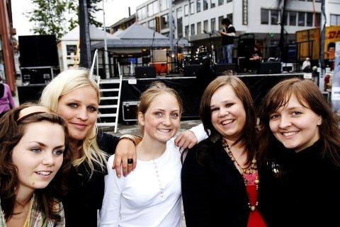 Girlpower. Det var jentenes dag i går. Emilie Tverbak (t.v), Maria Bodøgaard, Elisabeth Turmo, Ingrid Haukland og Sofie Kvam sto for åpningskonserten under årets scene ung.