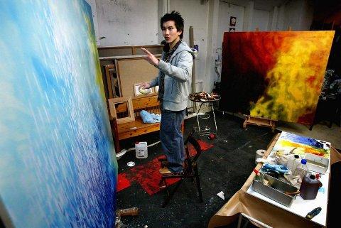 ABSTRAKT: Store abstrakte landskapsmalerier var det som preget An Doan Nguyen for vel tre år siden. Det er en enorm kontrast til det han maler i dag.