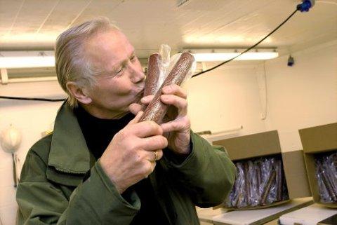 DETTE ER PØLSA: I slutten av november fikk lamapølseansvarlig i Telemark lamalag, Helge Rorgemoen, prøvesmakt et forslag til speket lamapølse. Den likte han så godt at pølsa skal ut i markedet så fort som mulig.