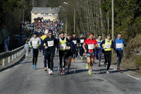 TOK TETEN: Ole Petter Ringnes (413), Morten Tronbøl (318) og Lars-Olof Gävert (31) løp sammen helt til de siste 200 meterne. Svensken hadde beste spurt og vant foran Tronbøl og Ringnes.BILDER: PETTER GEISNER OG SVENN ERIK ØDEGAARD