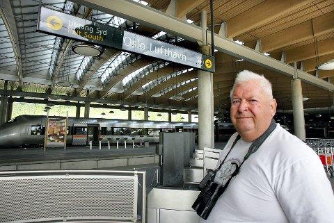 REAGERER: ? Forholdene ved Gardermoen stasjon er ikke akseptable. Her må Jernbaneverket ta ansvar, sier Pelle      Wickstrøm i Fuglehjelpen. FOTO: MORGAN ANDERSEN